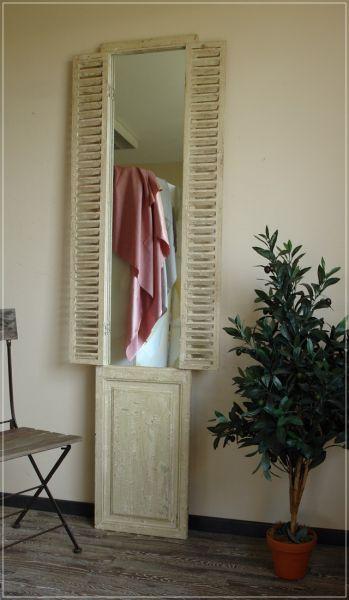 Großer Wandspiegel Lana mit Fensterladen im Shabby Chic